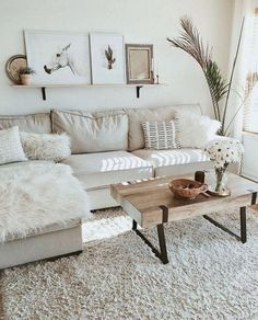 Minimalist Furniture Ideas for 2019 The trend of minimalist home design and decoration seems to never fade away. The minimalist home decoration is not only on its simple arrangement and coloring, but now also in the selection Small Apartment Living, Small Apartments, Small Spaces, Cozy Apartment, Apartment Ideas, Small Living Rooms, Living Room Decor Simple, Apartment Design, Living Room White