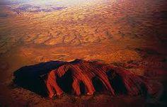 Zakaz wspinaczki na Uluru (Ayers Rock) w Australii od 26 października - Podróże Terra Australis, European Map, Modern Names, Ayers Rock, Rock Formations, Holy Spirit, Continents, Places To Visit, Australia