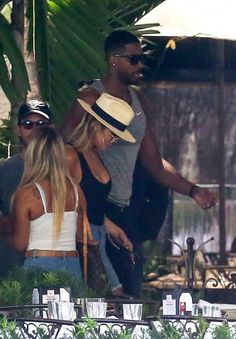 Khloe Kardashian Photos Photos - Khloe Kardashian and new boyfriend Tristan Thompson are spotted leaving their hotel in Miami, Florida on September 18, 2016. - Khloe Kardashian and Tristan Thompson Meet Kim Kardashian for Lunch in Miami