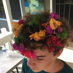 finn puts flowers in lukes hair? Beautiful Boys, Pretty Boys, Beautiful People, Cute Boys, Fotos Tumblr Boy, Tumblr Boys, Soft Grunge, Foto Casual, Aesthetic Boy