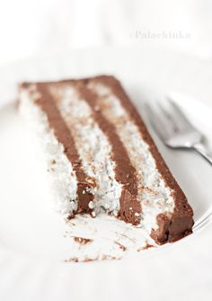 Bounty Cake Coconut Meringue and Chocolate Cream Beaux Desserts, Fun Desserts, Delicious Desserts, Yummy Food, Sweet Recipes, Cake Recipes, Dessert Recipes, Sweets Cake, Cupcake Cakes