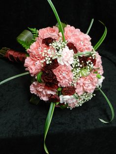 Bridal bouquet in pink, white and burgundy
