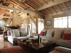 Inspired by oyster huts, wooden house that held a role of choice in the film by Guillaume Canet. Ideally located at the opposite of a Arcachon basin, it is the Nautical Interior, Nautical Home, Nautical Style, Coastal Style, Classic Home Decor, Classic House, Style At Home, Rustic Farmhouse Decor, Rustic Decor