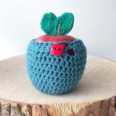 Apple Cozy Crochet pattern by Annemarie Benthem Dishcloth Knitting Patterns, Knit Dishcloth, Christmas Knitting Patterns, Arm Knitting, Crochet Christmas, Knit Patterns, Crochet Hook Sizes, Crochet Hooks, Crochet Bags