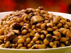 Black Eyed Peas with Bacon and Pork Recipe - fresh or canned black eyed peas - vegetable oil - pork shoulder - thick sliced bacon - onion - 4 garlic cloves - freshly cracked black pepper - cayenne pepper - garlic powder - chicken stock - bay leaves - hot pepper as desired