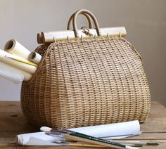 handbag basket from pottery barn! and i immediately think of rachel ross and phoebe Rattan Basket, Basket Bag, My Bags, Purses And Bags, Summer Bags, Sisal, Pottery Barn, Basket Weaving, Fashion Bags