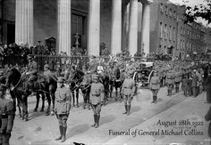 August 1922 - The funeral of Michael Collins takes place at the PRO cathedral. Ireland Pictures, Old Pictures, Old Photos, Ireland 1916, Dublin Ireland, Irish Landscape, Michael Collins, Irish Men, Potato Famine