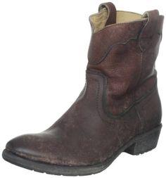 2800a07e2531 FRYE Women s Carson Lug Short Boot Cool Boots