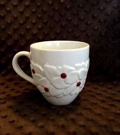 Starbucks Coffee Cup Mug Embossed Holly Berries Christmas Winter Handle 2004 GUC #Starbucks