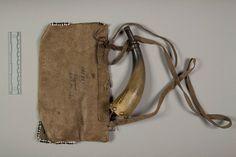 Сумка и рог для пороха, Шайены. Принадлежали Antelope. Коллекция Rev. Heinrich R. Voth, 1893. NMNH.