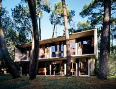 D'André Wogenscky, une villa moderne dans les pins