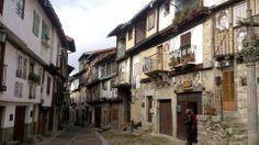 Calle típica de Mogarraz, sierra de Bejar y Francia