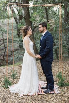 natural woodsy and copper wedding arch and ceremony inspiration - photo by Olivia Richards Photography