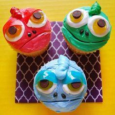 lizard or alien face cupcakes