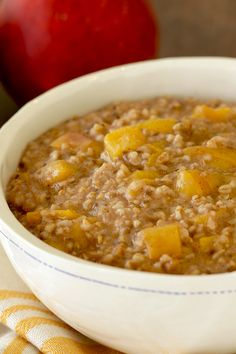 Instant Pot oatmeal recipe! Make some dreamy steel-cut oatmeal studded with fruit... No need to stir as it cooks! 1 heaping c. = 245 calories | 5.5g fat | 6 Weight Watchers SmartPoints | PIN!