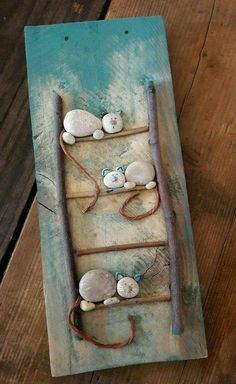 Pebbles are natures beads. They are all natural and you can get really creative … Pebbles are natures beads. Pebble Painting, Pebble Art, Stone Painting, Rock Painting, Stone Crafts, Rock Crafts, Arts And Crafts, Kids Crafts, Caillou Roche