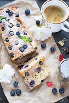 Ciasto jogurtowo owsiane z borowkami - Kuchnia na obcasach Bread, Cheese, Food, Brot, Essen, Baking, Meals, Breads, Buns