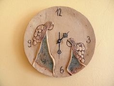 Andělský čas..... Clock Craft, Wall Watch, Ceramic Angels, Diy Chandelier, Pottery Designs, Ceramic Painting, Clay Projects, Clay Art, Ceramic Pottery