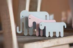 Gostamos do elefante em rosa e da coroa! https://www.facebook.com/BabyTalesPT