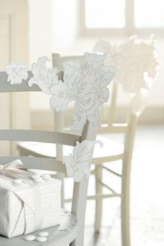 Des fleurs découpées dans du papier peint ? C'est parfait pour les mini-budgets !
