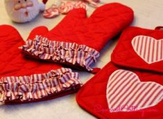 Ruffled and decorated oven mitts