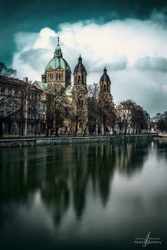 St. Luke's Church on the banks of Isar is the largest Protestant #church in #Munich and its surroundings are absolutely worth exploring (Foto Credit: Stefan Brenner)