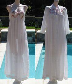 Vintage 70s Bert Yelin for Iris Lingerie Floral Applique Cottn Nightgown    Robe Peignoir Set Nightgown 04f421a96
