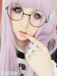 Pastel Goth Fashion: girl with the Pastel face