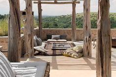 ikiala: Arijuju, wabi-sabi kenyan retreat in the wild Outdoor Seating, Outdoor Spaces, Outdoor Decor, Wabi Sabi, Porches, Porch Furniture, Beautiful Interiors, Lodges, Decoration