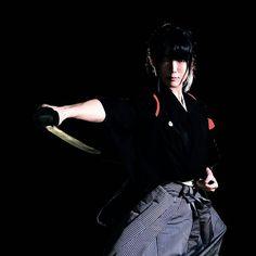 Reposted from - Japanese martial arts × Performing art 【古武道 結 -MUSUBI-】 Samurai Poses, Female Samurai, Katana Girl, Wedding Day Jewelry, Royal Brides, Kendo, Japanese Girl, Pin Collection, Female Art
