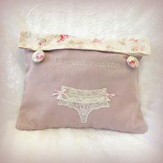 """Pochette à lingerie brodée """"Mes petites culottes"""" : Autres sacs par lolitarose"""