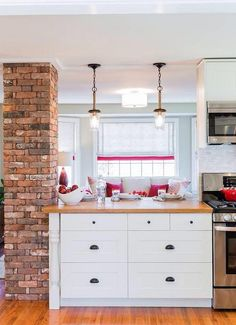 Reclaimed Thin Brick Veneer - Thin Brick Veneer, Brick Backsplash, Interior Brick Veneer as seen on HGTV.