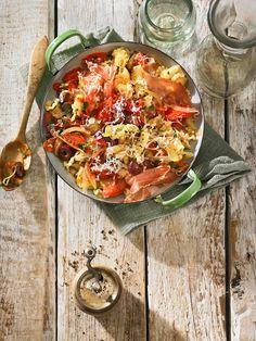 Pasta mit frischer Tomatensauce und Schinken