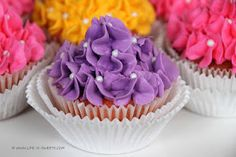 Different frosting technique for cupcakes.