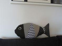 Kissen Fisch 'Sofafisch' schwarz/weiß/beige von binedoro auf DaWanda.com