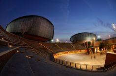 Audutorium Roma by Renzo Piano Festival Hall, Renzo Piano, Famous Architects, Auditorium, Piano Music, Orchestra, Rome, Architecture Design, Cool Photos