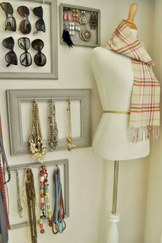 Original Pinner States: Accessory wall~great for a walk in closet Chintomby Campbell. she needs to have a walk in closet just for earrings and necklaces. @ Pin Your Home Master Closet, Closet Bedroom, Closet Wall, Closet Vanity, Bedroom Corner, Large Bedroom, Closet Organization, Jewelry Organization, Organizing Purses In Closet
