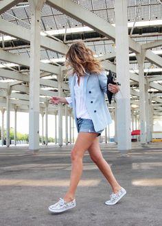 . Blazer: Zara (old)  . Shorts: Levi's  . Bolso / Bag: Su-Shi (HERE)  . Zapatillas / Trainers: Vans