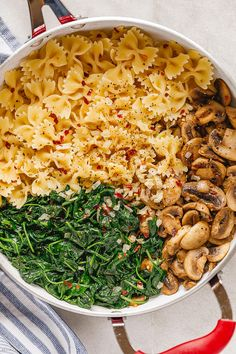 Parmesan Spinach Mushroom Pasta Skillet - Super quick and impossible to mess up! This parmesan spinach mushroom pasta skillet is the ultimate win for vegetarian weeknight dinners! Vegetarian Recipes Dairy Free, Vegetarian Breakfast Recipes, Ovo Vegetarian, Meatless Pasta Recipes, Healthy Recipes, Spinach Mushroom Pasta, Spinach Stuffed Mushrooms, Asparagus Pasta, Spinach Dip