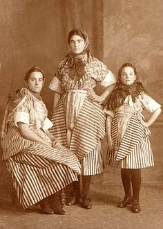 Newhaven Fishwives - Watt Girls, photographed by Greenfield, early-1920s