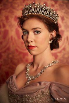 "Vanessa Kirby in ""The Crown"" como Princess Margaret. Vanessa Kirby The Crown, The Crown Season 2, The Crown 2016, Crown Tv, The Crown Series, Crown Netflix, Films Netflix, Tiaras And Crowns, Queen Elizabeth Ii"