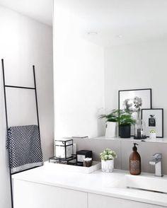 via @bythereseknutsenno | Marble tray in the bathroom