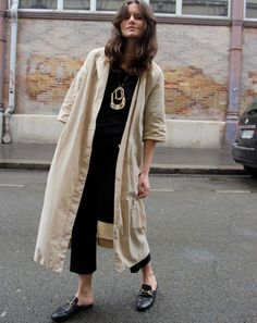 long coat, statement necklace and loafers. Long Kimono Outfit, Kimono Coat, Kimono Style, Mule Loafers, Gucci Loafers, Black Loafers, Kappa, Cream Jacket, Duster Jacket