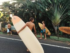 Surfing holidays is a surfing vlog with instructional surf videos, fails and big waves Summer Vibes, Summer Feeling, Beach Aesthetic, Summer Aesthetic, 70s Aesthetic, Surfer Boys, Surfer Dude, Soul Surfer, Summer Pictures