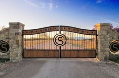 Get this ranch-style look. This beautiful metal and wood driveway gate would be perfect for Get this ranch-style look. This beautiful metal and wood driveway gate would be perfect for nearly any farm or ranch driveway entrance. Entry Gates, Front Gates, Farm Entrance Gates, Entrance Halls, Modern Entrance, Entrance Ideas, Farm Gate, Fence Gate, Fencing