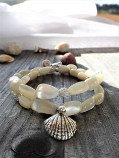 Wrap bracelet mother of pearl – silver 925 Source by Silver Pearls, Mother Pearl, Bracelet Watch, Beaded Bracelets, Jewelry, Watches, Craft, Outfit, Ideas