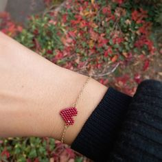 Seed Bead Bracelets, Seed Beads, Beaded Bracelet Patterns, Bracelet Tutorial, Perler Beads, Wire Jewelry, Jewelry Making, Valentines, Shakira