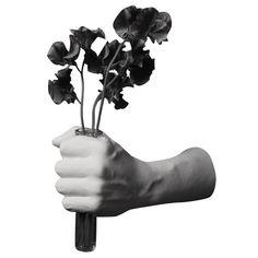 Reality Hand Bestow vaas - Areaware - Harry Allen. Bij Flinders vind je prachtige Design Meubels, Moderne Verlichting en de leukste Woonaccessoires.
