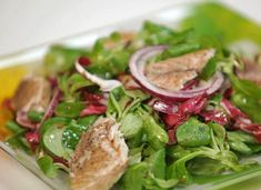 Salad of greens with smoked mackerel # favorite recipes cooking food Lunch Recipes, Salad Recipes, Dinner Recipes, Cooking Recipes, Cooking Food, Healthy Salads, Healthy Recipes, Healthy Food, Food Platters