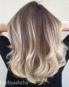 Want to upgrade your hair color? Then you need to try a balayage. Here, 20 gorgeous balayage hair looks that will inspire your next salon visit. Beige Hair Color, Ombre Hair Color, Blonde Color, Cool Hair Color, Hair Colour, Blonde Ombre, Pearl Blonde, Blonde Shades, Hair Shades
